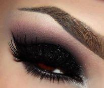 b36bfb52c1567dd0f79917b6f87843b9--black-glitter-glitter-eyeshadow