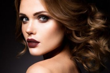 girl-with-brown-lipstick-1-e1494659068560