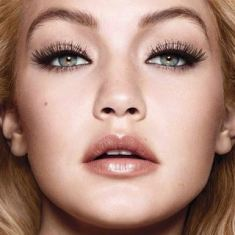pushup-drama-gigi-hadid-beautyimage-1x1